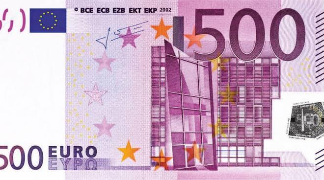 Contante, 205 miliardi di euro nelle tasche degli italiani